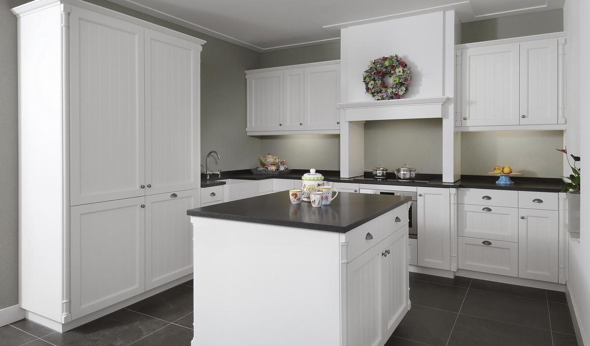 Klassieke keukens van diessen keukens veldhoven - Witte keuken voorzien van gelakt ...